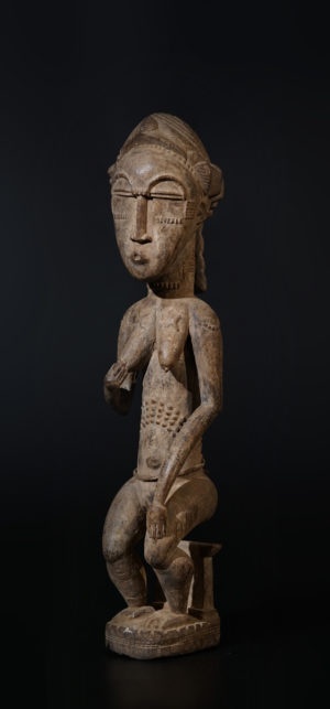 A female blolo bla Baule sculpture